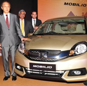 Caption- Mr.Hironori Kanayama, President-CEO,Honda Cars India, Mr.Jnaneswar Sen,Marketing and Sales & Mr.Rohit Kumar, Zonal Head Sales,South at the launch of new Honda Mobilio