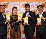 L-R Ravinder Kumar Gupta (MD), Actress Priyanka Kandwal, Anjani Kumar Gupta (Director), Mr. Pavan Kumar Gupta (Director) at the Launch of Naturralle Refined Sunflower Oil in Bangalore