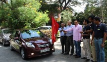 Caption-Mr.Shakeel Anjum, Mr.Senthil Kumar, Mr.Shyam Shetty, Mr.Ravi Suri, Mr.Jas Singh at _Honda Amaze Longest Drive flag-off_ from Bangalore