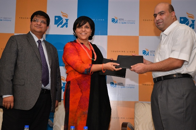 Ms Sangita Reddy, Joint MD of Apollo Hospitals and Mr Neeraj Garg, CEO of Apollo Health & Lifestyle have a ceremonial change of guard with Naresh Rao Group Chief Financial Officer, Nova