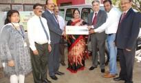 Shri. Kishore Kumar Sansi MD &CEO of Vijaya Bank  handed over the key of Maruti Ecco Vehicle to management of Omashram.