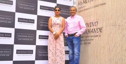 Mithali Raj,  Captain of the Indian Women's Cricket Team with  Mr. Govind Shrikhande, Customer Care Associate & Managing Director, Shoppers Stop Ltd.