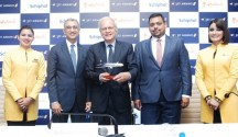 L-R Mr. Vinay Dube, Chief Executive Officer, Jet Airways, H.E. Alphonsus H.M. Stoelinga, Ambassador of the Netherlands to India & Mr. Praveen Iyer, VP Commercial India Sales addressing media in Bangalore