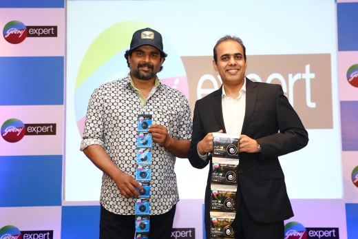 Mr. Ashwin Uppal, Catogory Head - Hair Colors, Godrej Consumer Products Limited with R.Madhavan, Brand Ambassador - Godrej Expert Hair colour at the Godrej Expert meet and greet event in Bangalore