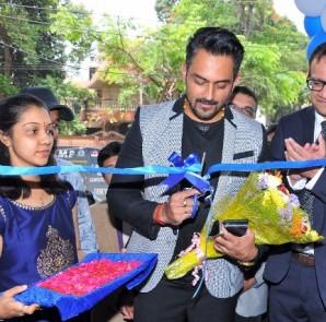 Actor Jayaram Karthik inaugurating the hospital along with Dr. Amod Nayak, Regional Head & Medical Services Director, Dr. Agarwal's Eye Hospitals, Bengaluru