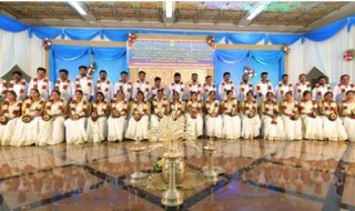 group of 20 newly-married couples at the dowry-less social wedding organised by Sri Kurumba Educational & Charitable Trust at Sri Kurumba Kalyana Mandapam, Moolamcode in Palakkad, Kerala.