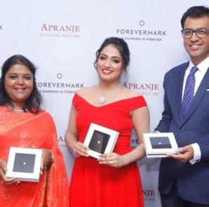 LtoR - Ambika Narayan, Director, Apranje Jewellers, film Haripriya, Sachin Jain, President - Forevermark India