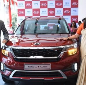 (L-R) Mr.Jin Ho Park Regional Manager, KIA Motors India,  Sandhya Rai COO, PPS KIA at the unveiling of the Kia Seltos
