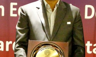 Mr. Thakur Anup Singh, CMD, Marg ERP Ltd. receiving Udyog Rattan Award