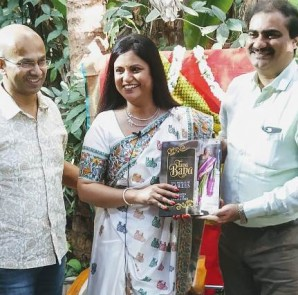 (L-R) Book was launched by  Shiva Kumar Shamanna,Sowmya Reddy Shamanna and Mr.Venkatesh Narasimhan,MD of Co-optex