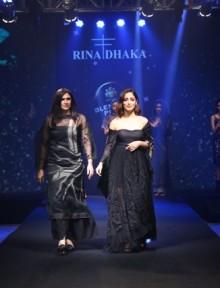 Designer Rina Dhaka and showstopper Yami Gautam walking the ramp for Blenders Pride Magical Nights Bangalore 2019