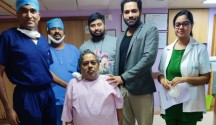 L-R) Dr. Satish Thammanna, Consultant Anesthesiologist & Dr. G Moinoddin, Consultant Bariatric & Advanced Laparoscopic Surgeon, Vikram Hospital, Bengaluru along with the patient