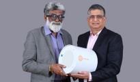 Dr. Rajah Vijaya and Alok Sharma with Shycocan device